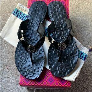 NIB Tory Burch Black Patent Leather Thora Sandals